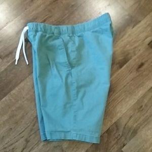 EUC Boys Old Navy green shorts size 14/16